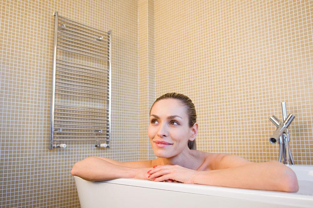 浴缸里的女人高清素材图片