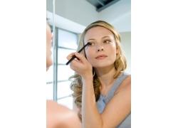 画眼睛的化妆美女高清素材