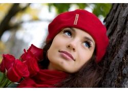 戴帽美女与玫瑰花