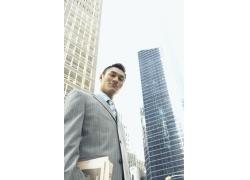 繁华城市年轻男士