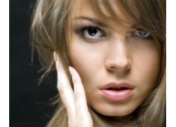 表情冰冷的女人脸部特写高清大图