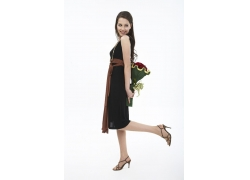 拿着玫瑰花的外国时尚美女
