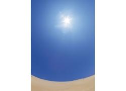 阳光照射沙漠自然景观