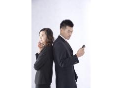 打手机的商务男女