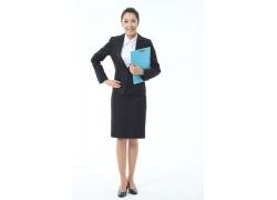 抱着文件资料商务女士