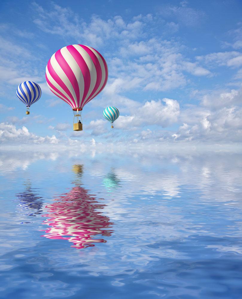 水面上的热气球高清图片图片