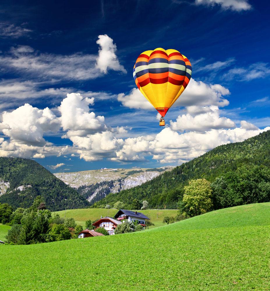 草原上空的热气球高清图片图片