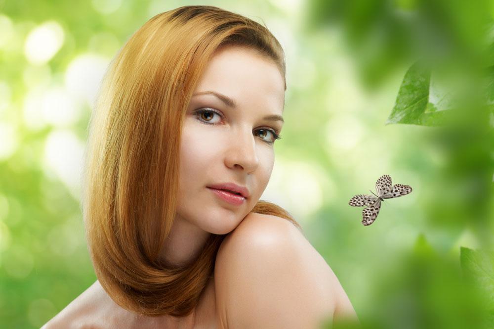 金发美女与蝴蝶高清图片图片