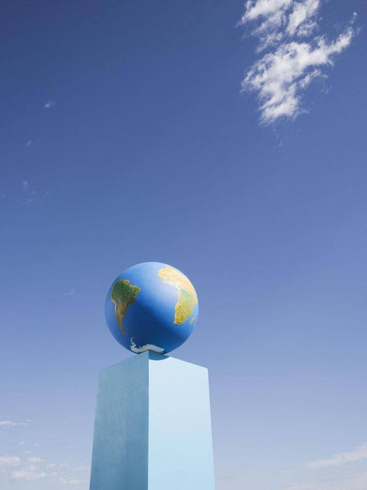 蓝天下的地球高清图片图片