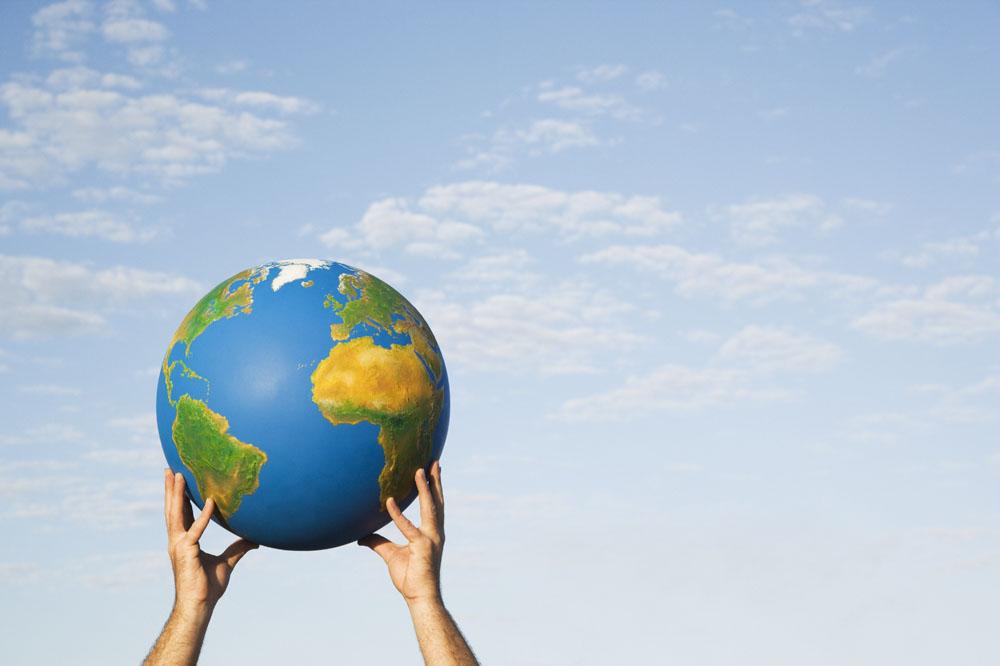 手举世界地球高清图片图片