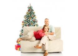 过圣诞节的老年夫妻