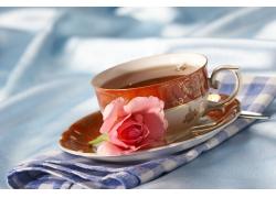 咖啡与鲜花