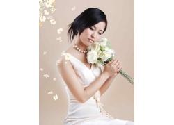 拿玫瑰花的新娘