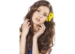 时尚美女与花朵