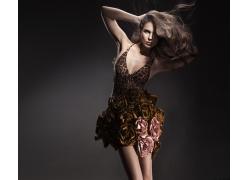 穿豹纹玫瑰花裙子的美女