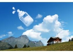 创意奶瓶蓝天白云