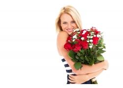 抱着玫瑰花束的美女