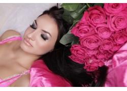 玫瑰花与睡衣模特美女