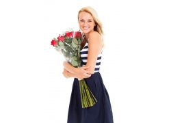 拿着玫瑰花的女人