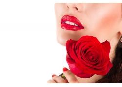 拿玫瑰花的女人